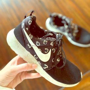 Cheetah print Nike rosheruns women's Size 8